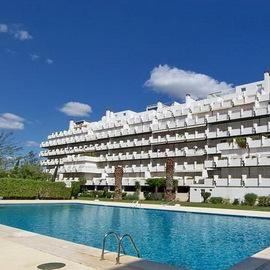 Espaçoso e luxuoso apartamento com 4 quartos oferece uma vista unica e espectacular sobre a bela Marina de Vilamoura.