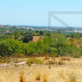 Terreno com possibilidade de construção de 8 moradias Local muito tranquilo a cerca de 10 minutos de Faro